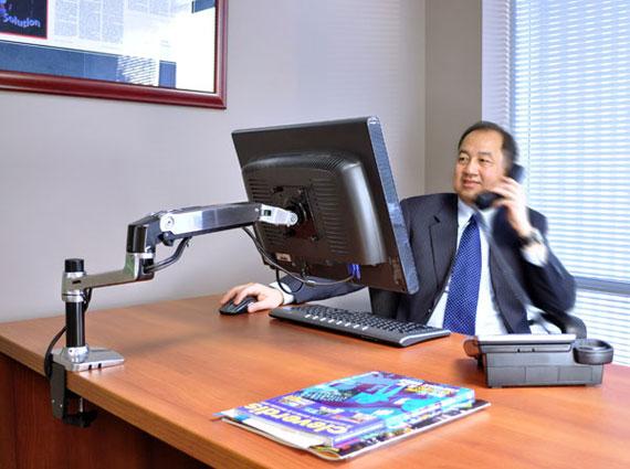 MGTC SHOP 45-241-026 LX Desk זרוע שולחנית ארגונומית למסך inuse