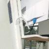 YG-ST15W עמדת עבודה עמידה/ישיבה למסך, מקלדת ועכבר, על גבי שולחן, צבע לבן